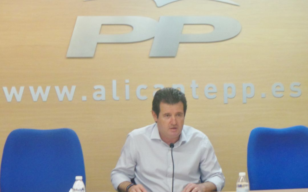 """Císcar exige a Ximo Puig que explique el """"expolio"""" a los regantes del Vinalopó"""
