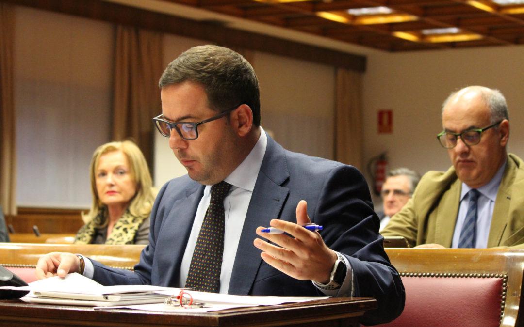 Almodóbar pide al Gobierno que no dé la espalda al sector turístico español