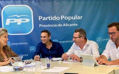 El PP pide al Gobierno endurecer las penas por el 'trile' y la venta ilegal en las playas
