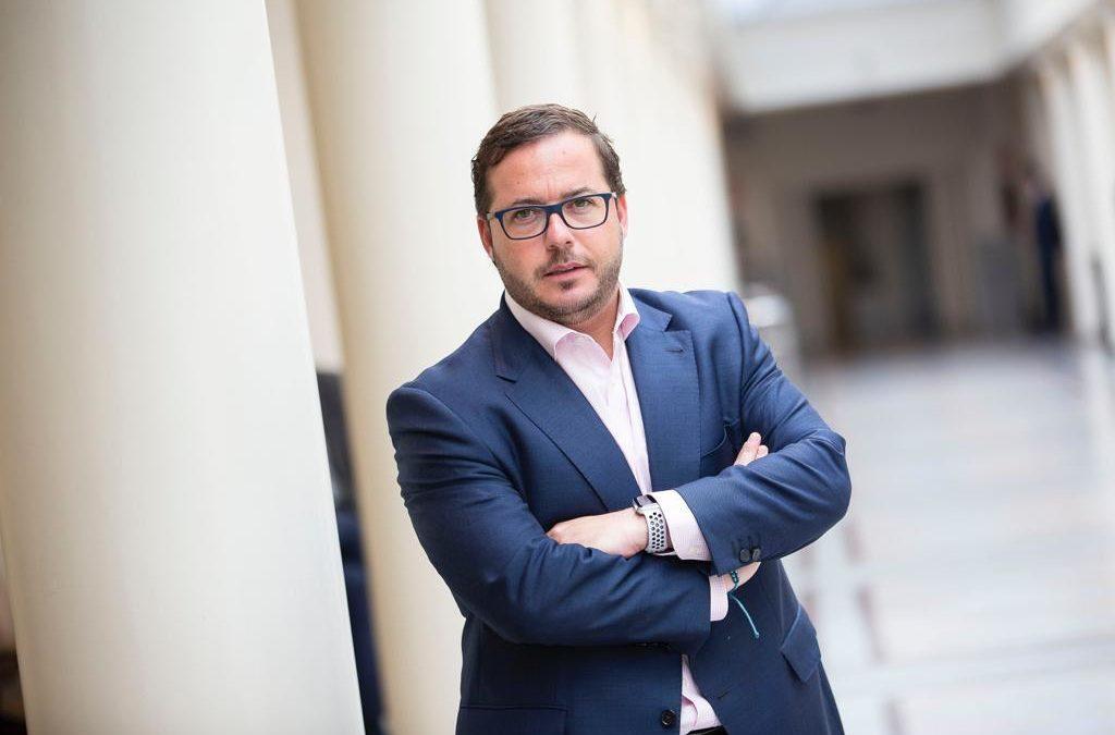 """Almodóbar: """"El PSOE trata al sector turístico con auténtico desprecio"""""""