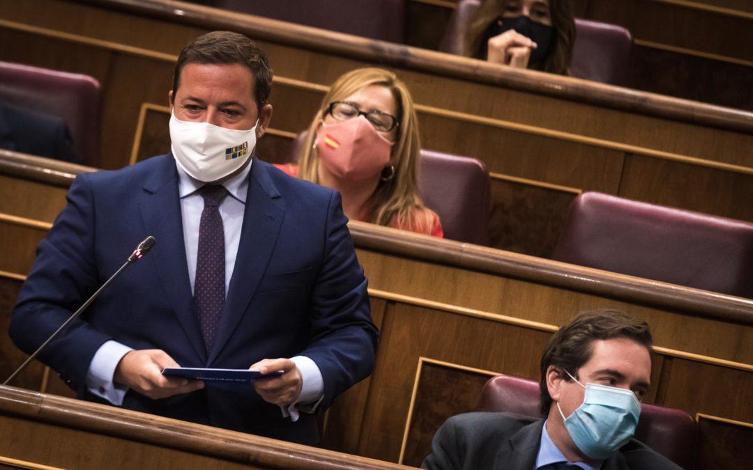 """Agustín Almodóbar, a Reyes Maroto: """"Es la mayor crisis de la historia del turismo español usted ha estado desaparecida"""""""