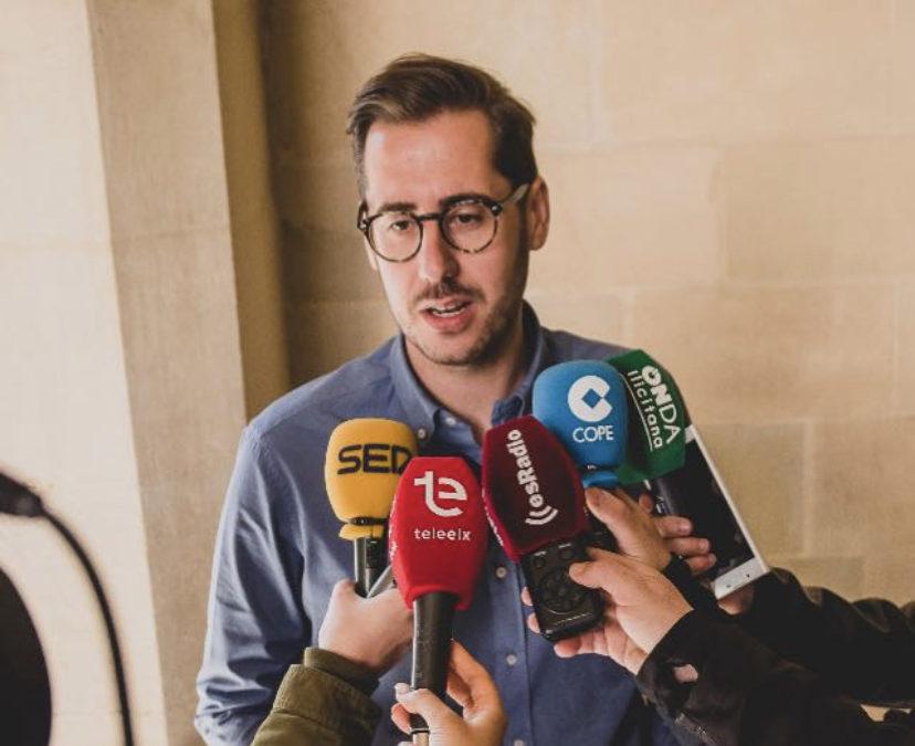 Compromis se pliega y se vende ante un PSOE condenado por vulnerar los derechos de la oposición.